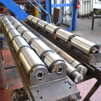 Roll cassette for guiding steel sheet on process line