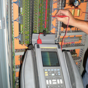 Fault finding on a CNC Milling Machine with a Fluke Scopemeter